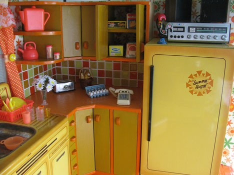 Low income kitchen decorated in yellow afreakatheart for Kitchen design 70s